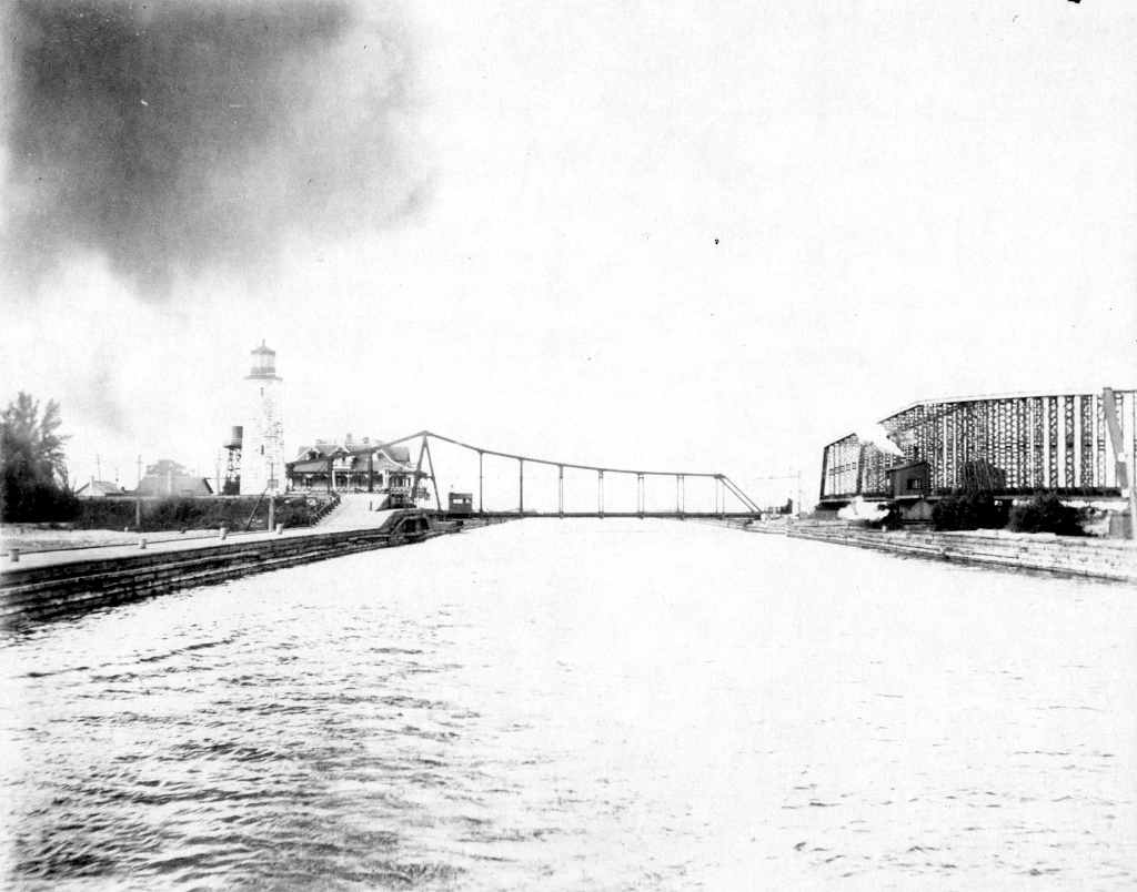 HNW and radial swing bridges 1900 AO A T Brown Collection.jpg