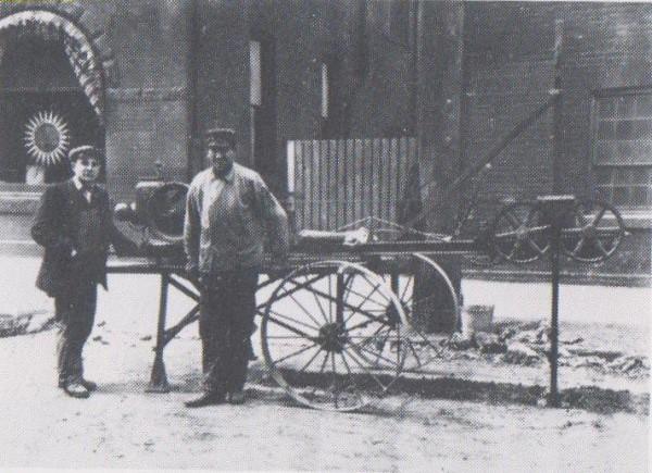 sent-drilling machine on John N near King William-no date (600 x 435).jpg